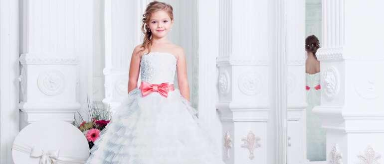 девочка в накрахмаленом платье