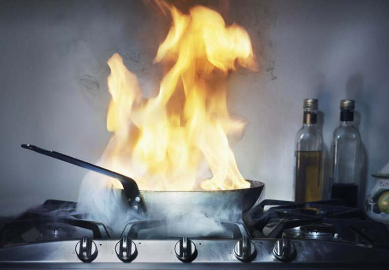 загорелась сковородка
