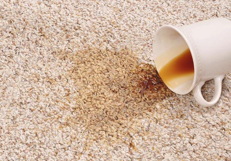 Пятно кофе на ковре