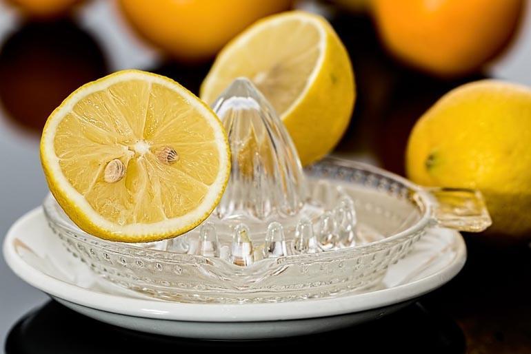 Лимон избавляет от запахов