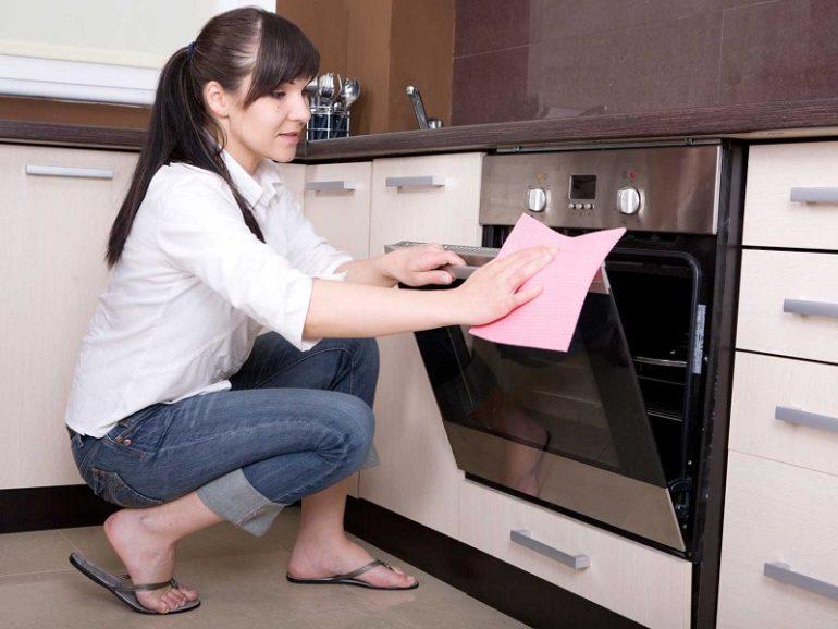 Чистка духовки химическими средствами