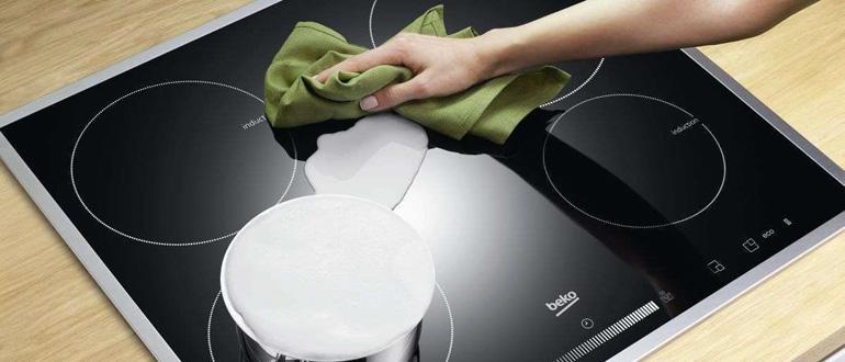 Чистка стеклокерамической поверхности плиты
