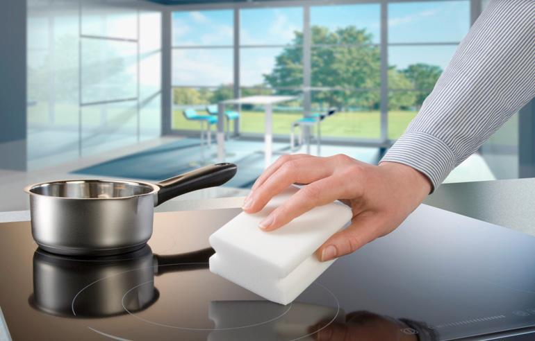 Мелкие загрязнения легко убрать мочалкой смоченной в мыльном растворе
