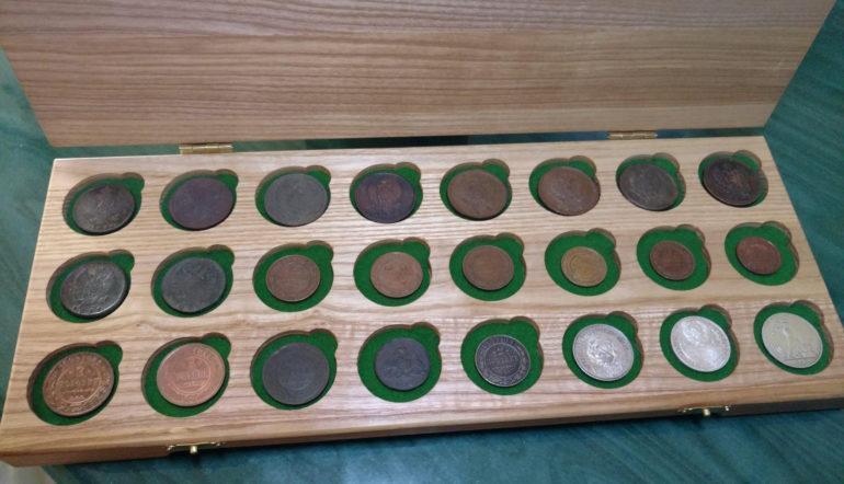Планшет для хранения коллекционных монет
