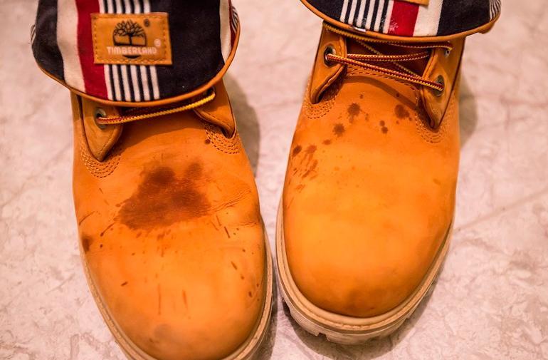 Загрязнения на обуви из нубука